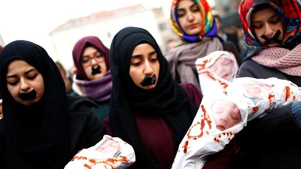 Protesta contra atrapados en Alepo