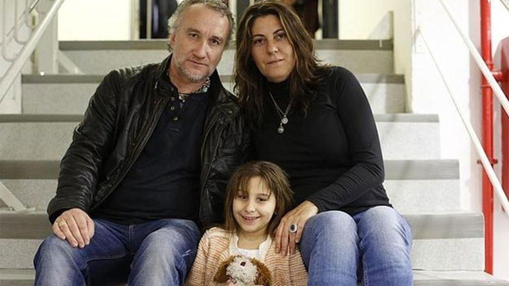 Los padres de Nadia con su hija