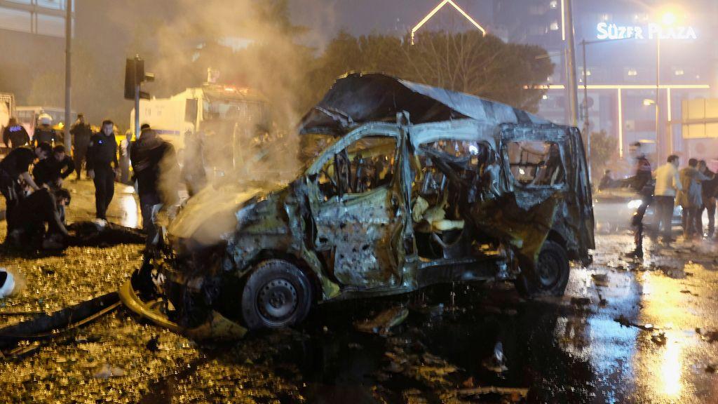 Atentado con coche bomba en Estambul