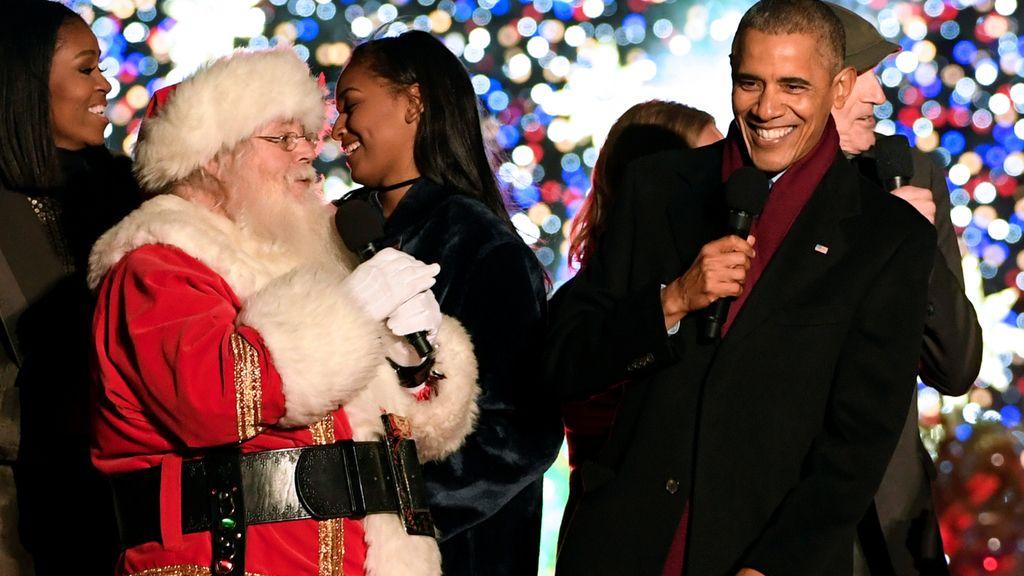 Obama canta con Papá Noel