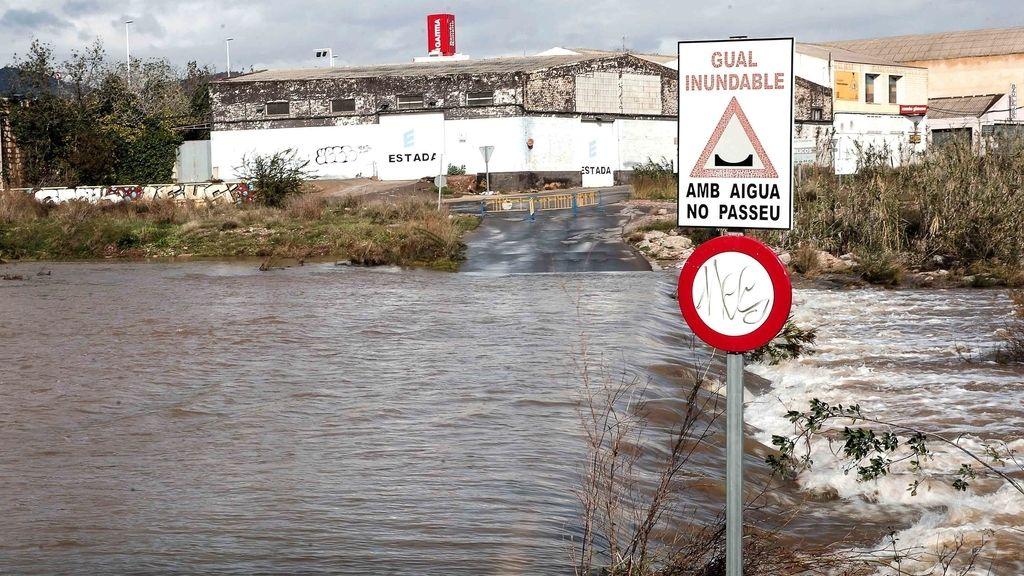 Carretera cortada en Sagunto por causa de las lluvias
