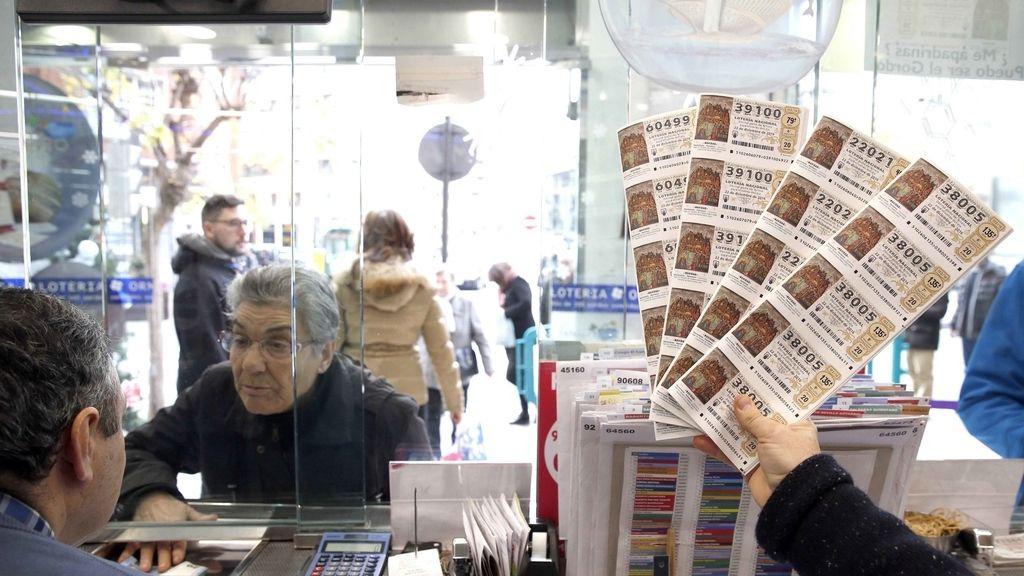 Décimos de Lotería de Navidad en un administración de loterías
