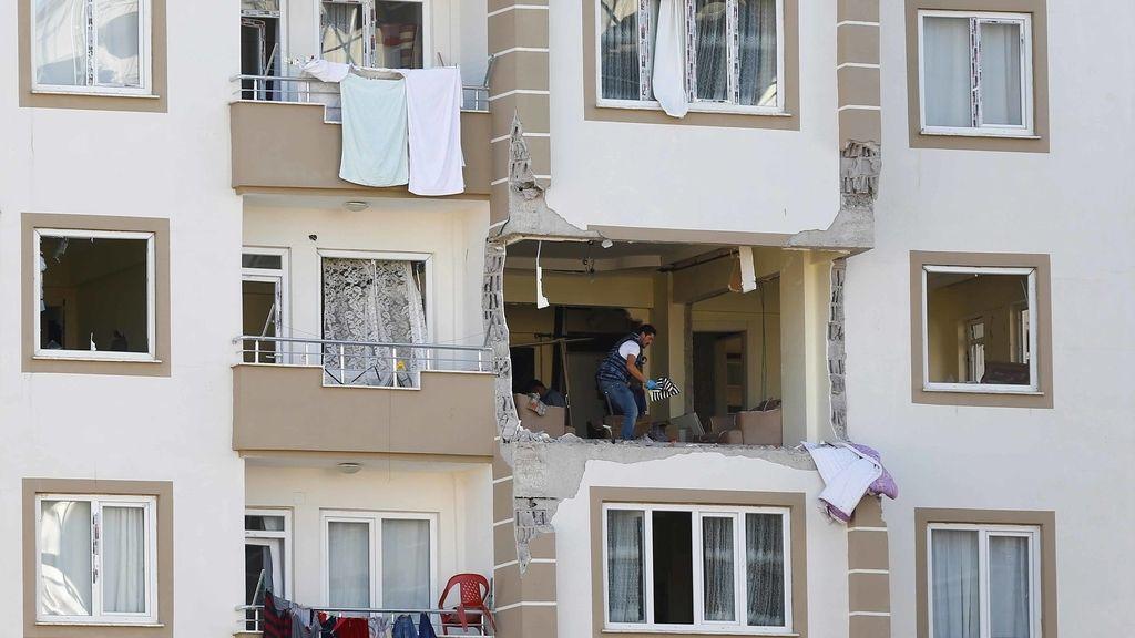 Fachada del edificio donde han fallecido tres policías turcos en una explosión