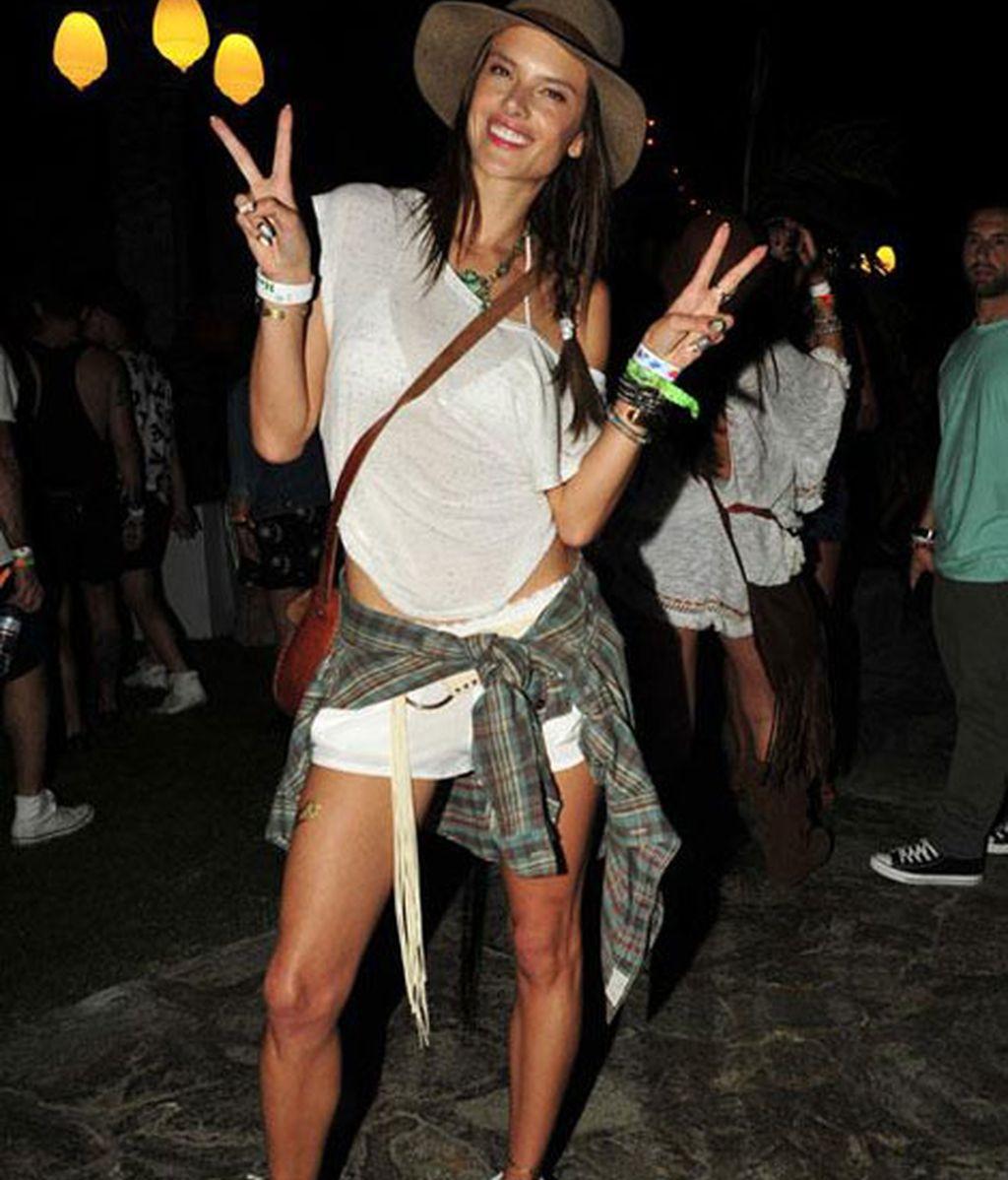 Alessandra Ambrosio en una divertida pose