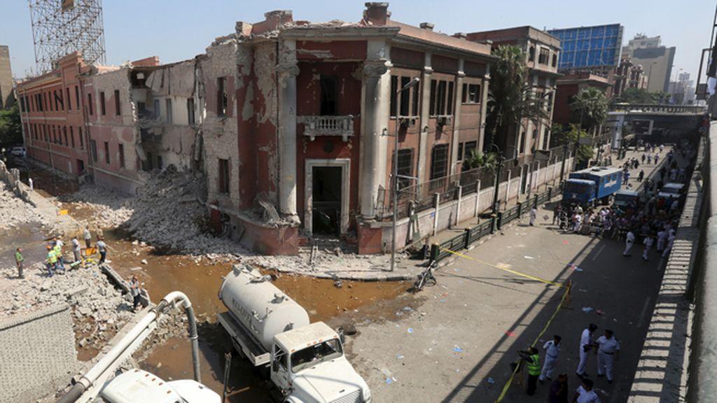Un coche bomba explota junto a la embajada italiana en El Cairo