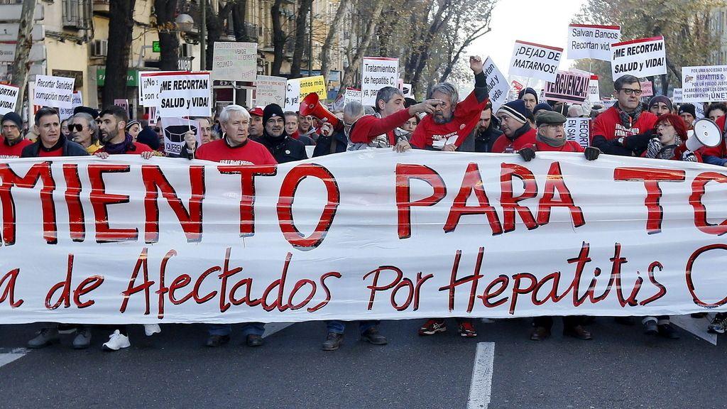 """Afectados por hepatitis C marchan hasta la Moncloa para pedir """"tratamientos para todos"""""""