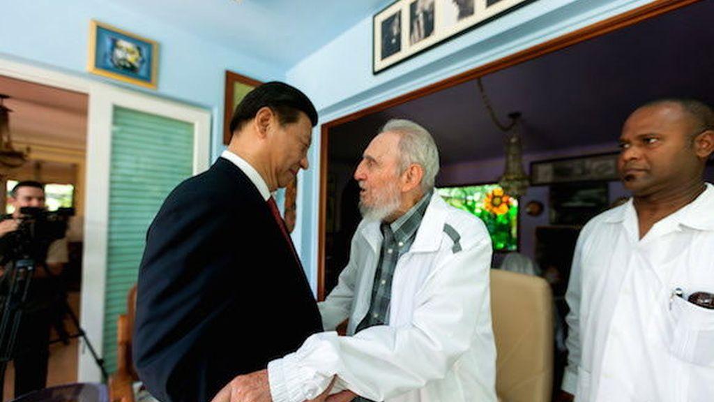 """Xi Jimping se reúne con Fidel Castro, le muestra el """"respeto"""" del pueblo chino y celebra su """"buen estado de salud"""""""
