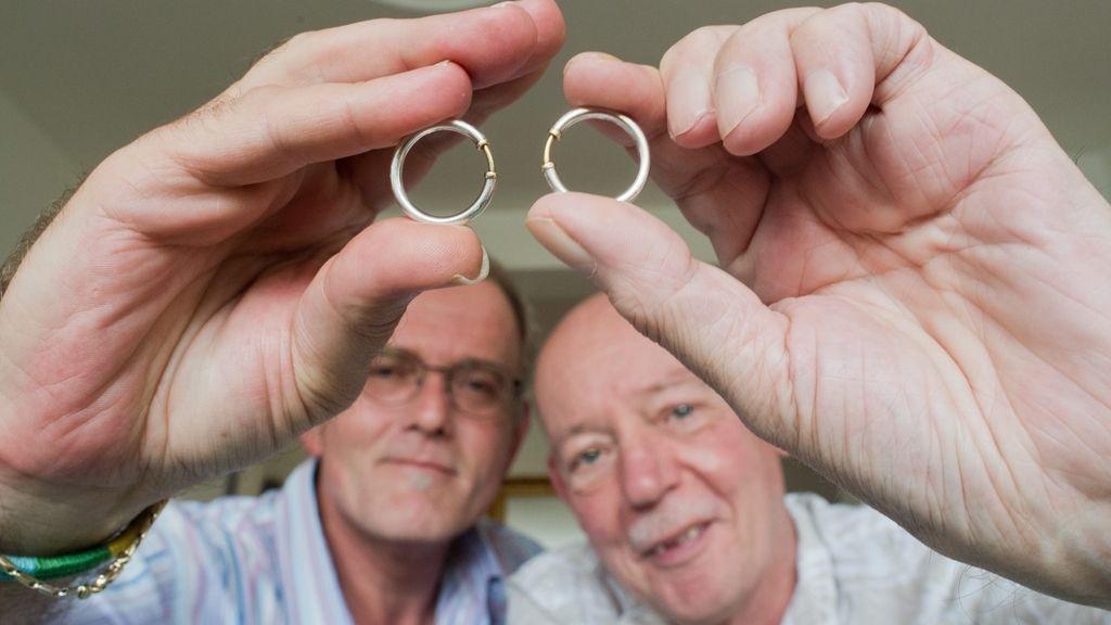 Primera pareja del mismo sexo en casarse en Alemania celebra 15 años