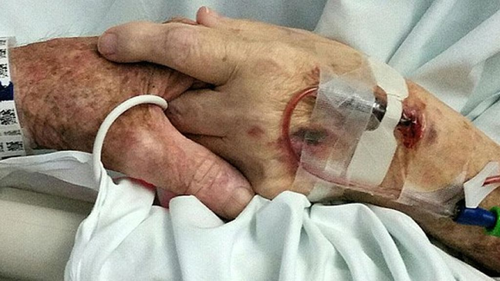Dos ancianos mueren de la mano el mismo día tras 59 años de matrimonio