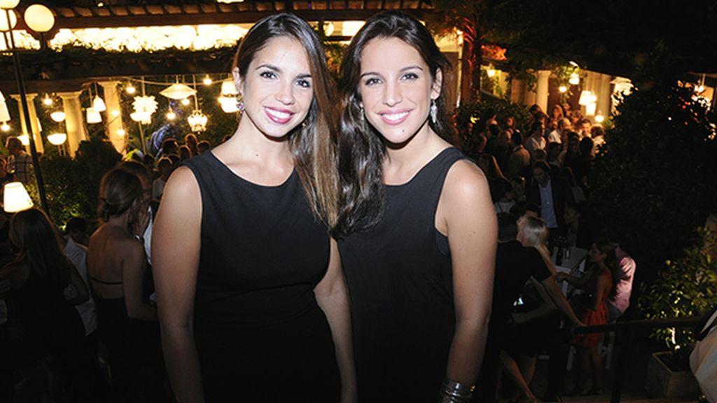 Elena Furiase, a la que el verano le ha sentado estupendamente, junto a su amiga Silvana González