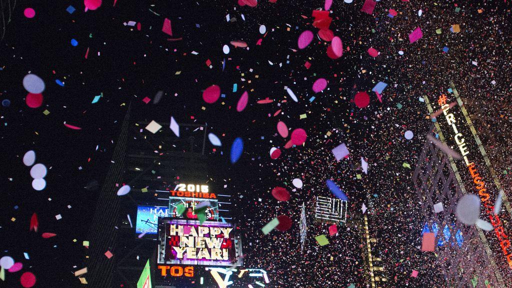 Confetti y fiesta para dar la bienvenida a 2015 en Nueva York