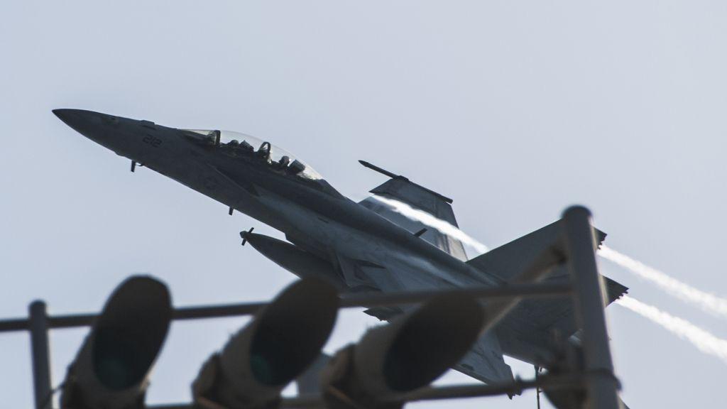 Un avión de EEUU despega para llevar a cabo una misión contra EI