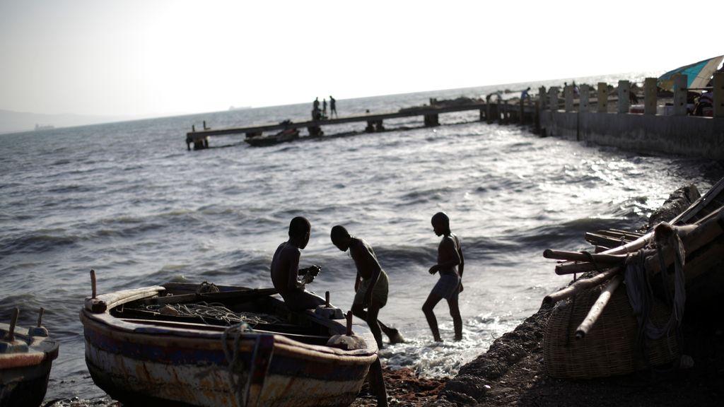 Haití, los niños disfrutan en la playa