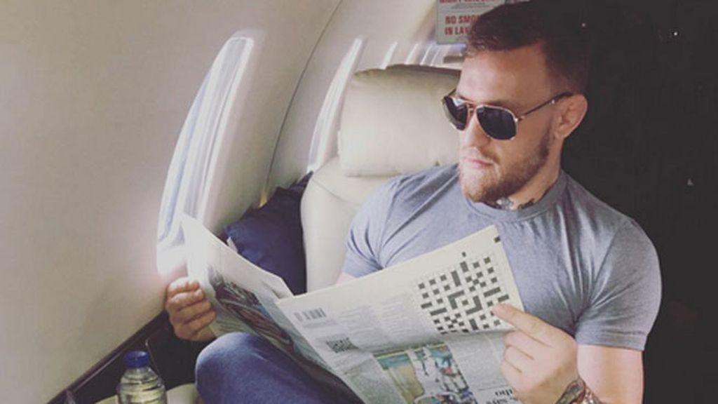 Conor McGregor presume de jet privado, pero comete un error y la red se ríe de él
