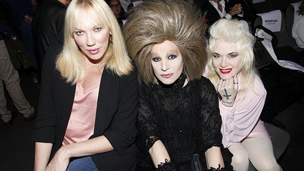 Topacio Fresh, Arakis y la diseñadora británica Pam Hogg