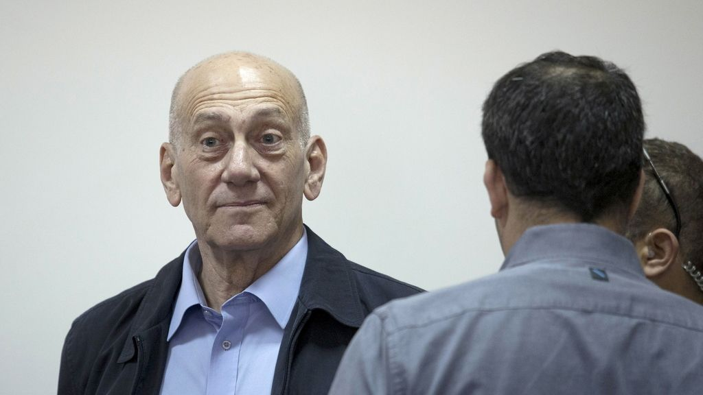 Condenado por aceptar sobornos el ex primer ministro israelí Ehud Olmert