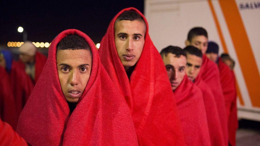Llegan al puerto de Motril los 50 inmigrantes rescatados a cinco millas de Isla de Alborán