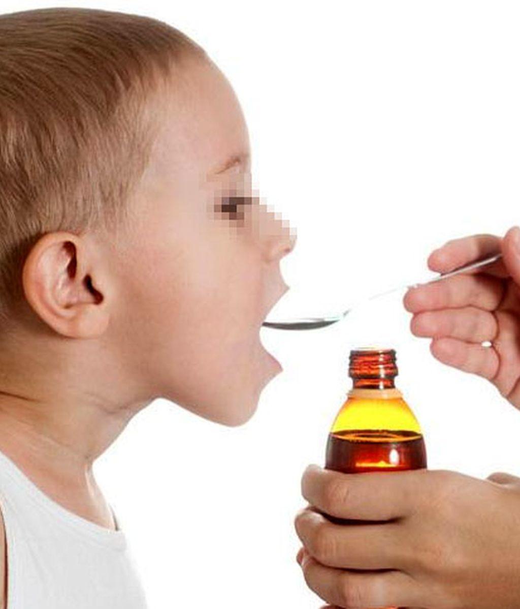 medicamento infantil, jarabe infantil, niño enfermo