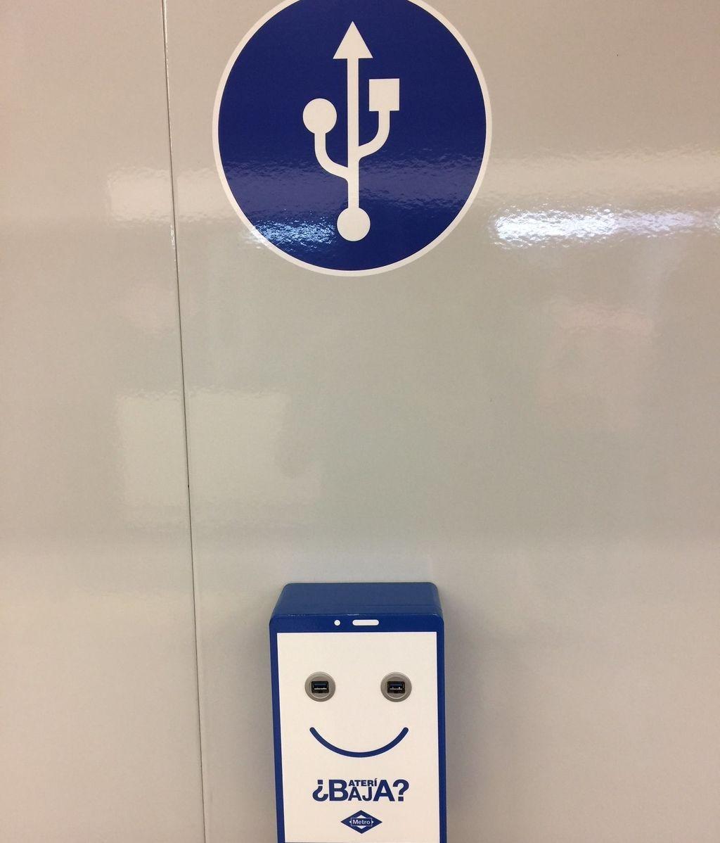El metro de Madrid facilitará la recarga de móviles en sus andenes