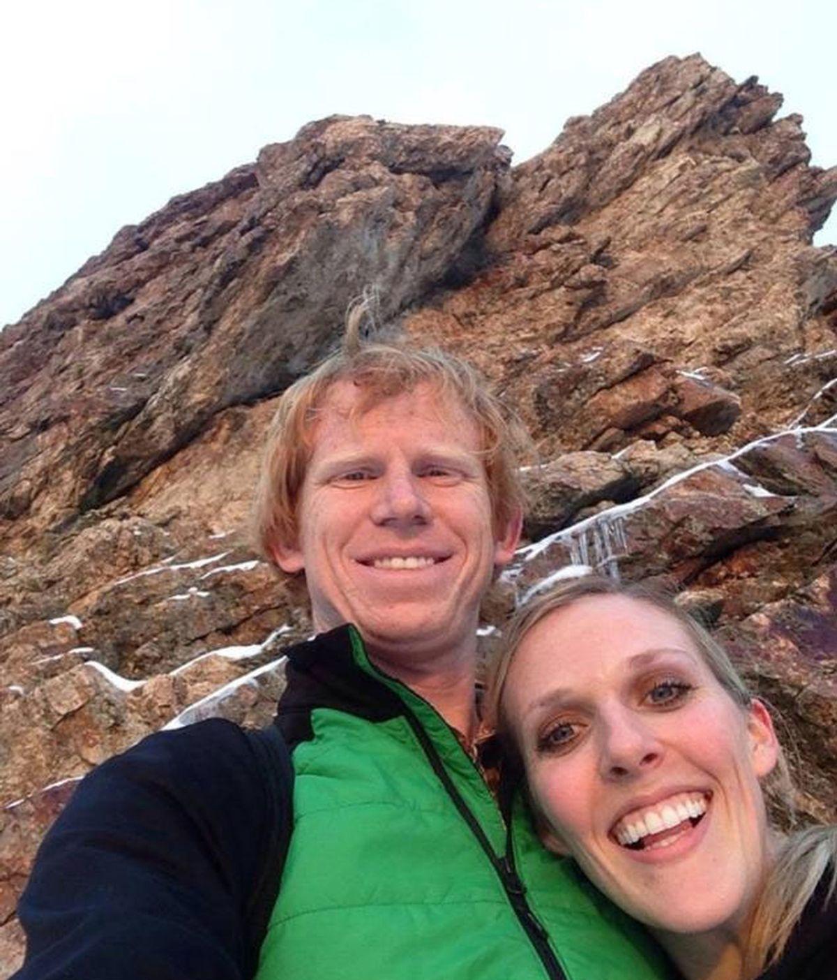 Una saltadora recién casada muere ante la mirada de su marido al no abrirse su paracaídas