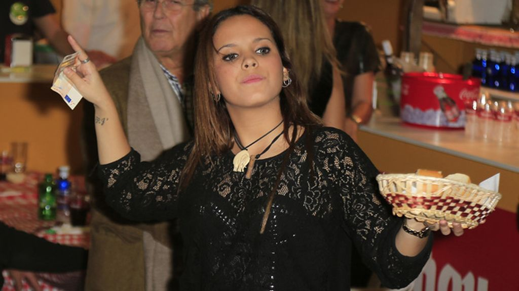 Gloria Camila, camarera por un día