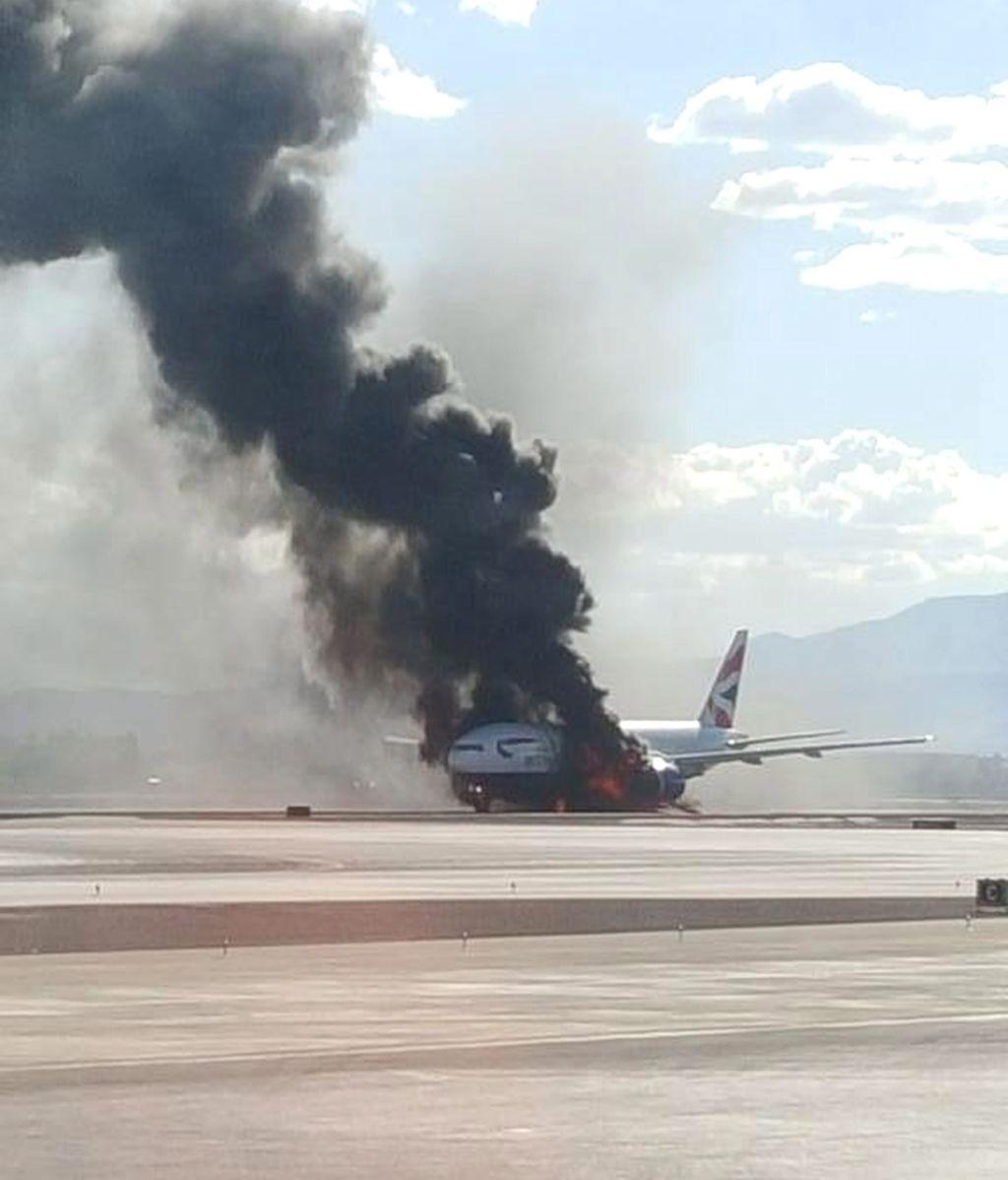 Al menos dos heridos al incendiarse un avión de pasajeros en el aeropuerto de Las Vegas