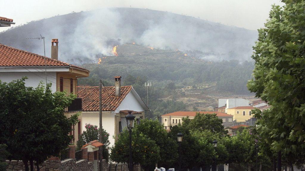 Regresan a sus casas todos los vecinos evacuados por el fuego de la Sierra de Gata