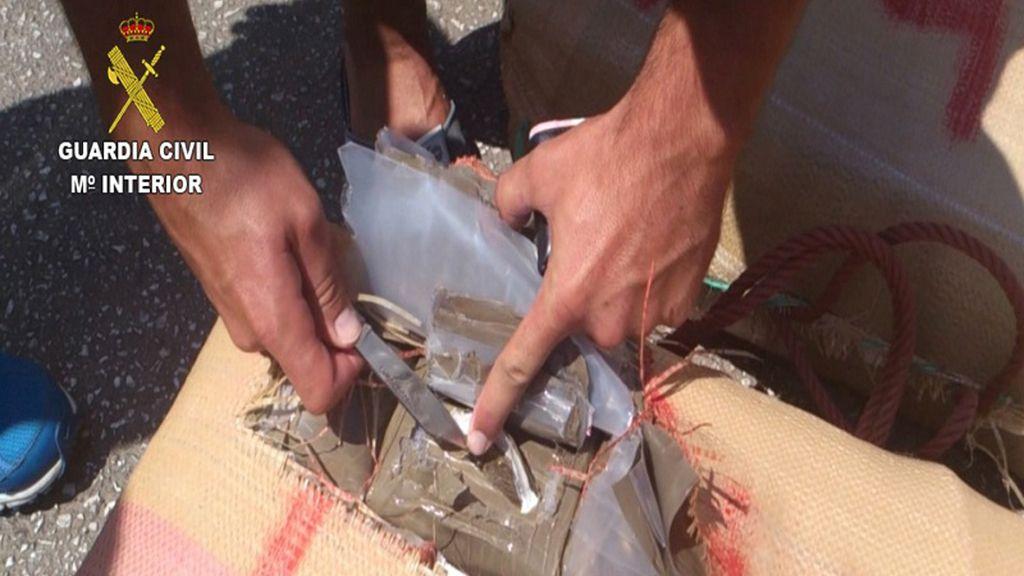 La Guardia Civil detiene a 47 miembros de una red dedicada a la importación de droga