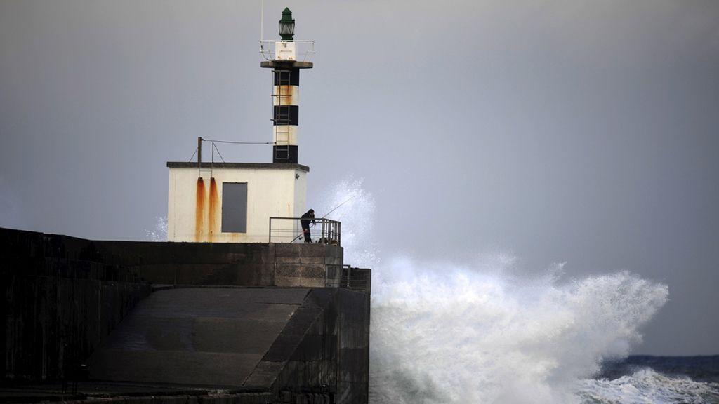 Alerta roja en el norte por fuerte oleaje
