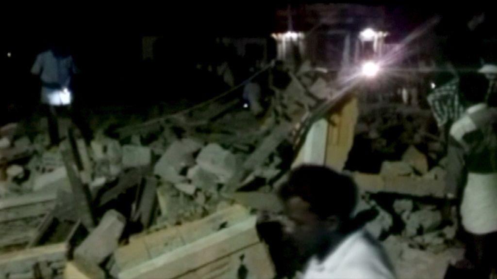 Aumenta a 102 la cifra de muertos en el incendio en el templo de Puttingal, en la India