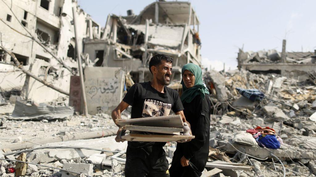 Palestinos regresan a lo que queda de sus casas