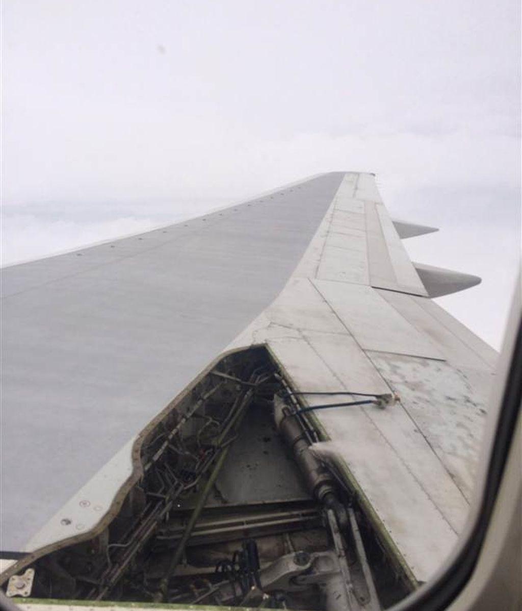 Un avión pierde parte del ala en pleno vuelo