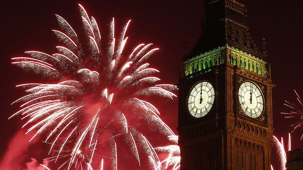 Londres celebra la llegada del Año Nuevo con fuegos artificiales