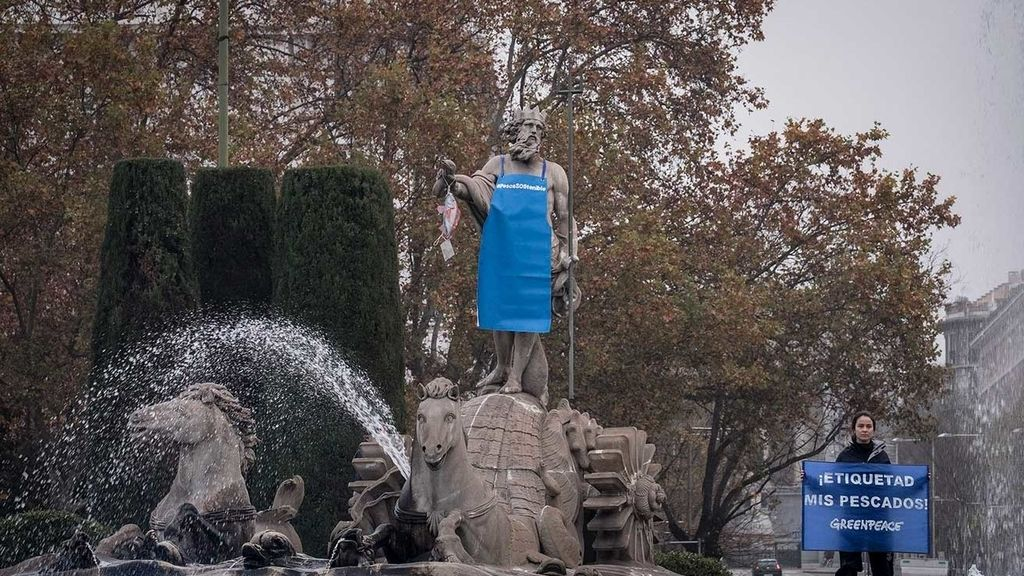 'Neptuno', vestido de pescadero en Madrid para exigir un correcto etiquetado y lucha contra la sobrepesca