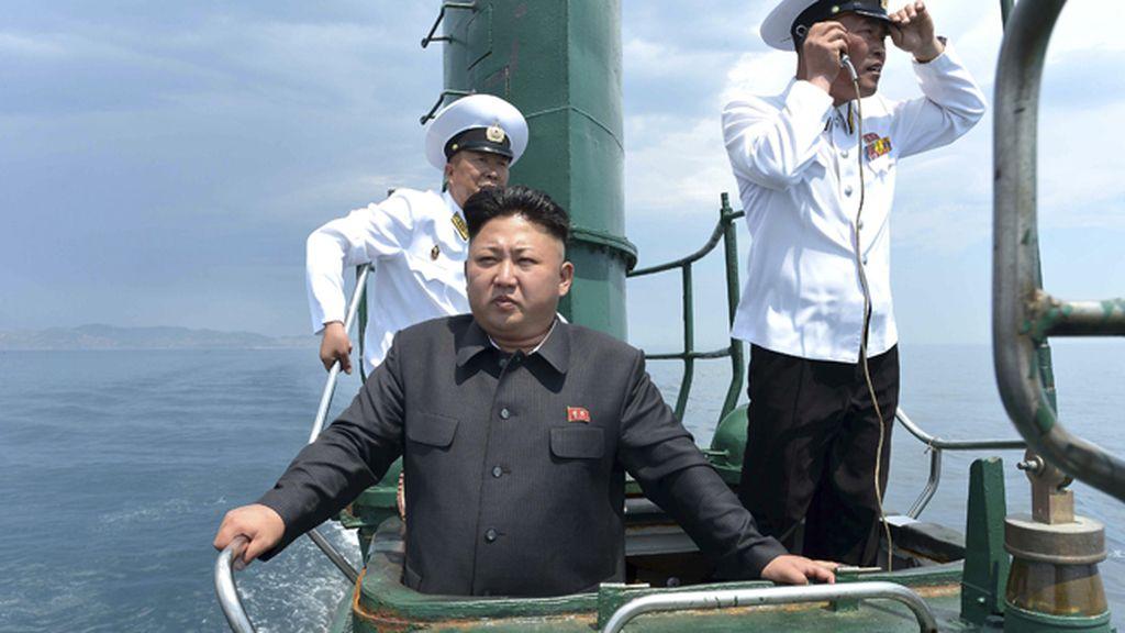 Kim Jong Un en uno de los submarinos de la flota de Corea del Norte
