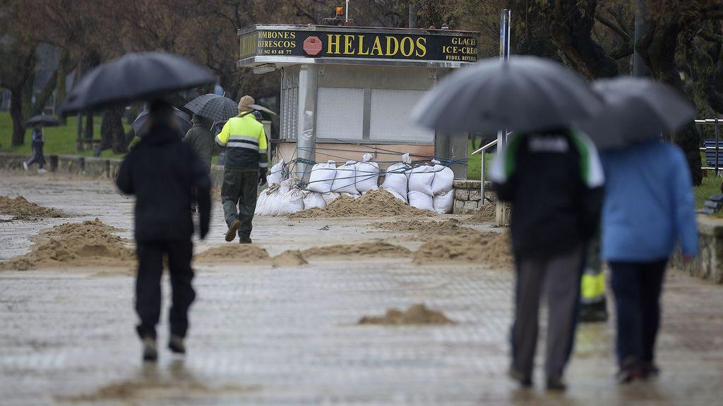 Un total de 40 provincias estan en alerta por oleaje, lluvias o vientos