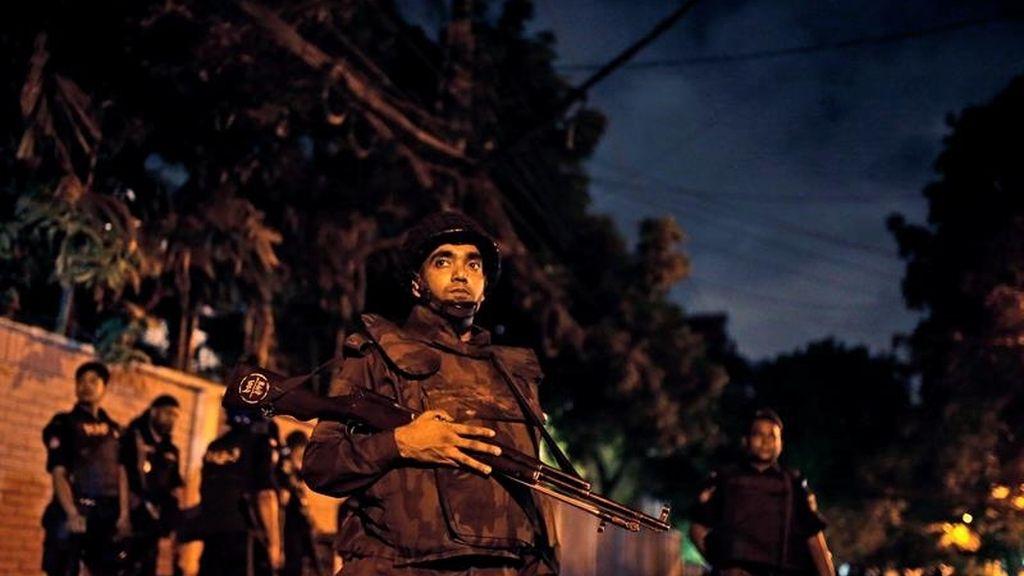 Mueren 26 personas y 13 rehenes son liberados en un ataque en Dacca, capital de Bangladesh