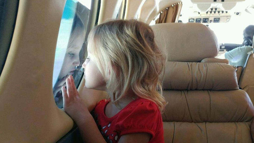 Secuestrada por un amigo de la familia, una niña de 4 años se reencuentra con sus padres
