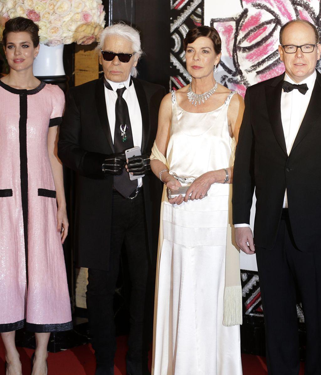 Carlota Casiraghi y Karl Lagerfeld junto a Carolina y Alberto de Mónaco