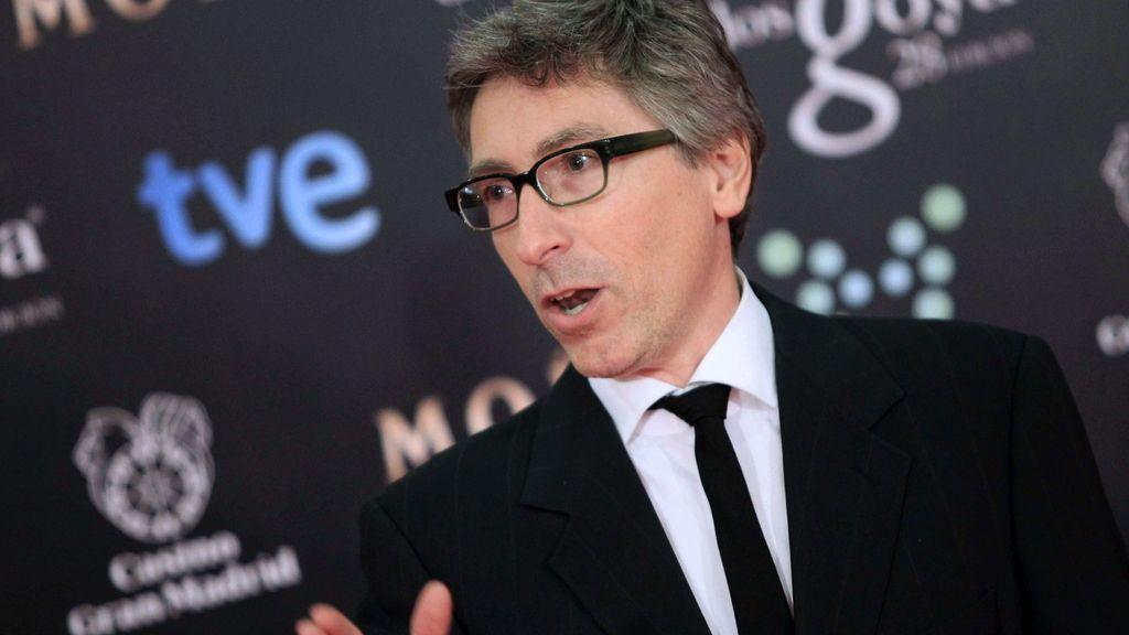 David Trueba dedica su premio al profesor de su película Juan Carrión, presente en la gala