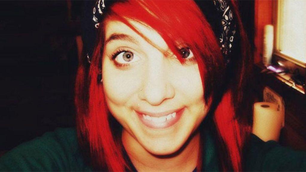 Una adolescente mata a su padre para gastarse su dinero en drogas y hacer fiestas en casa