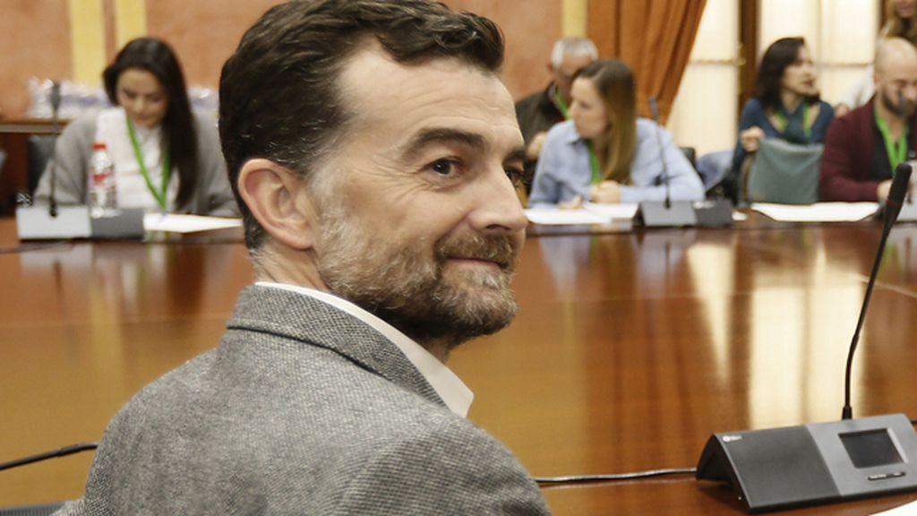 """Antonio Maíllo pide analizar qué hacen las infantas en el Congreso """"en horario escolar"""""""