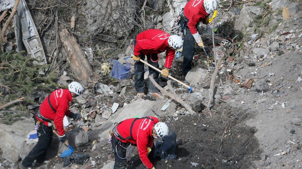 Labores de rescate de los restos del Airbus A320