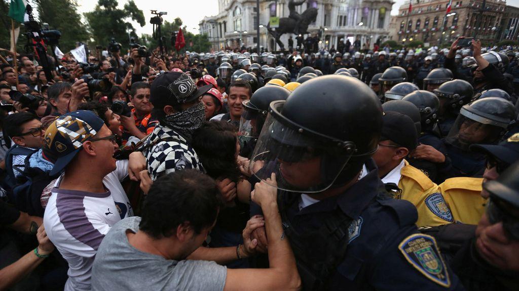 Miles de personas protestan en México contra Peña Nieto