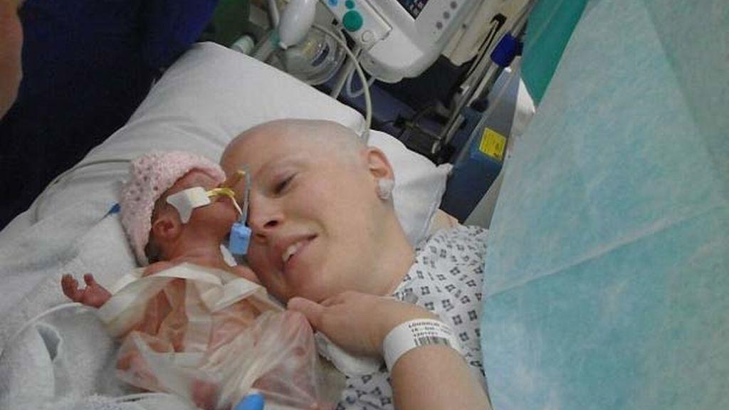 Heidi Loughlin retrasa la quimioterapia para poder tener a su bebé