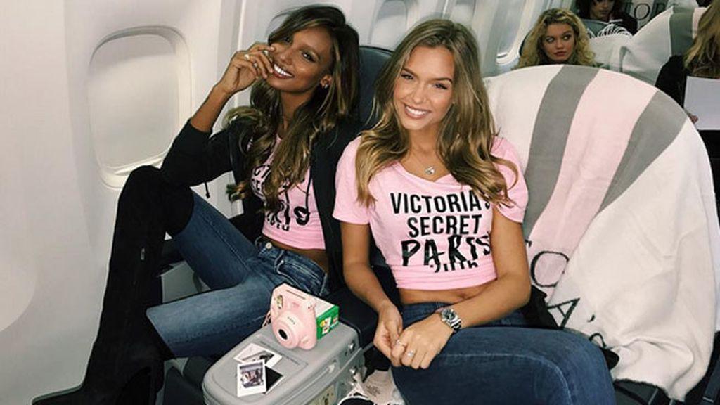 Jasmine Tookes y Josephine Skriver en el jet