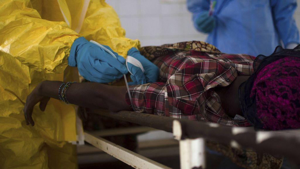 Liberia, Sierra Leona y Guinea luchan por frenar el brote de ébola