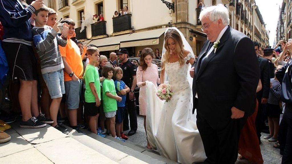 La entrada de la novia causó gran expectación