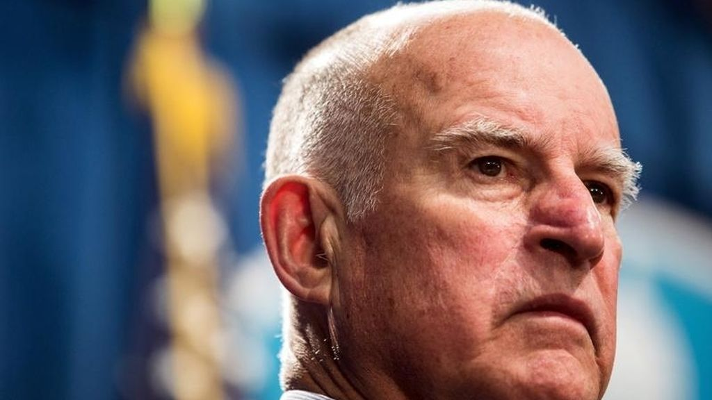 El gobernador de California, Jerry Brown