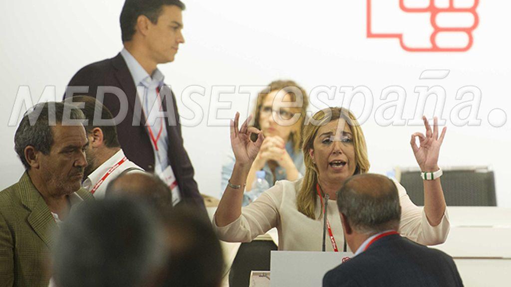 Susana Díaz, enfadada, toma la palabra